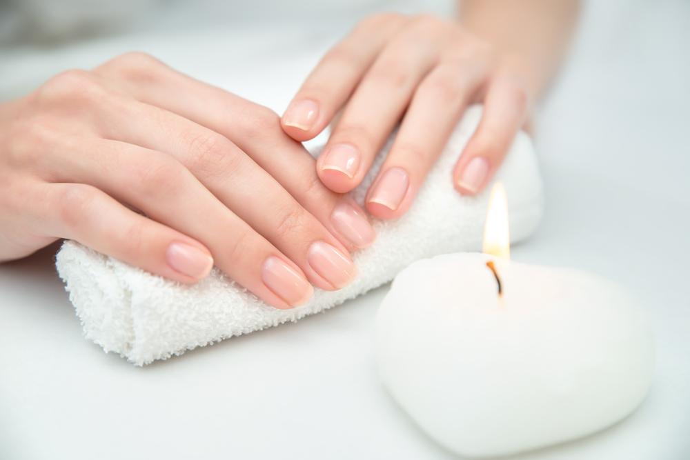 スッピン爪にもウルツヤを!手や爪が乾燥する原因とケア方法
