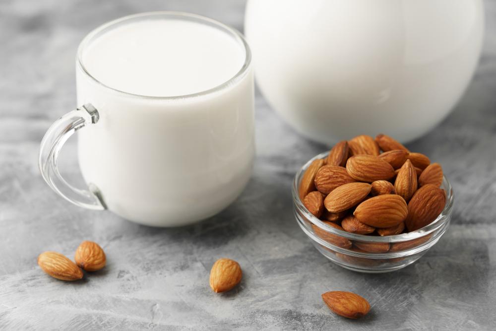 レタス一個分の食物繊維!アーモンドミルクがもつ栄養効果