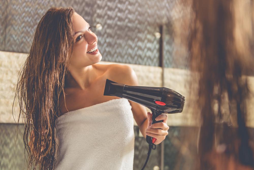 ドライヤーの使い方が切れ毛、枝毛の原因!?髪のダメージを防ぐ乾かし方