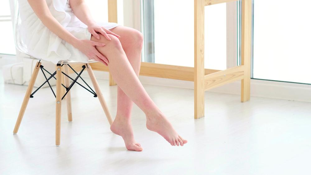 1日の終わりに足のむくみを解消するセルフケア